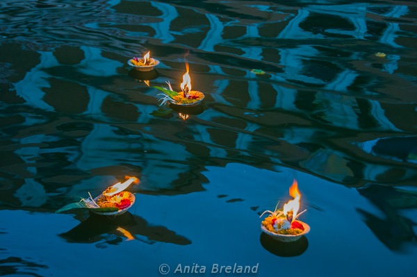 By contrast, the atmosphere in Nashik, a pilgrimage city, is tranquil. At sunset along the Nashik ghats, the faithful purchase candles and set them afloat, the lights bobbing in calm waters. --- Photo by Anita's Feast