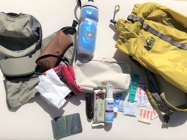 Recommended hiking gear and backpack contents for easy hiking in the Sonoran Desert